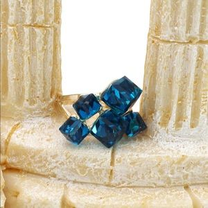 Ocean Fashion Jewelry - Blue square crystal golden ring